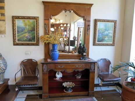 Mueble madera con herrajes muebles arribas for Muebles valenti catalogo