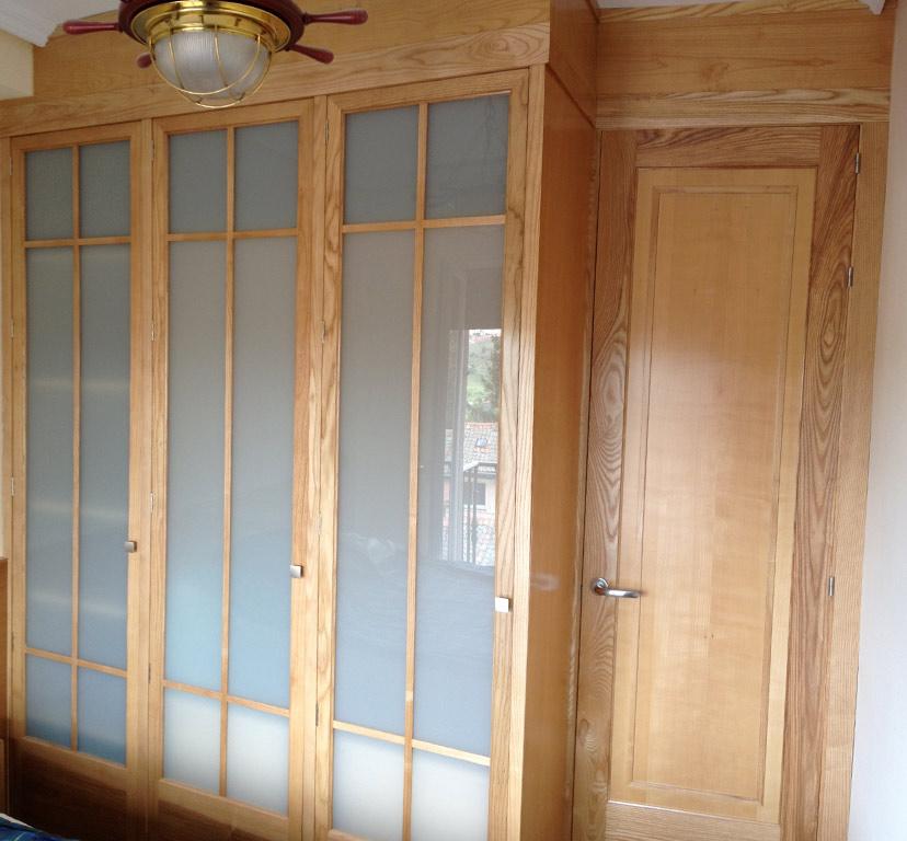 Armarios a medida madera de fresno muebles arribas - Muebles de madera a medida ...