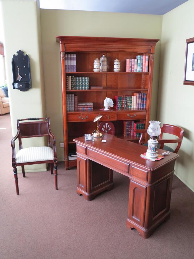 Mesa despacho madera muebles arribas for Muebles valenti catalogo